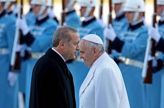 Erdogan con papa Francesco nel novembre scorso